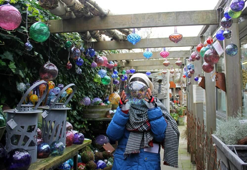 Claudia en una floristería de Edam