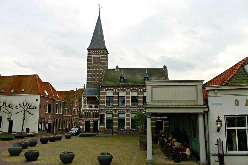 Plaza de Edam y café con mantitas - Qué ver en Edam