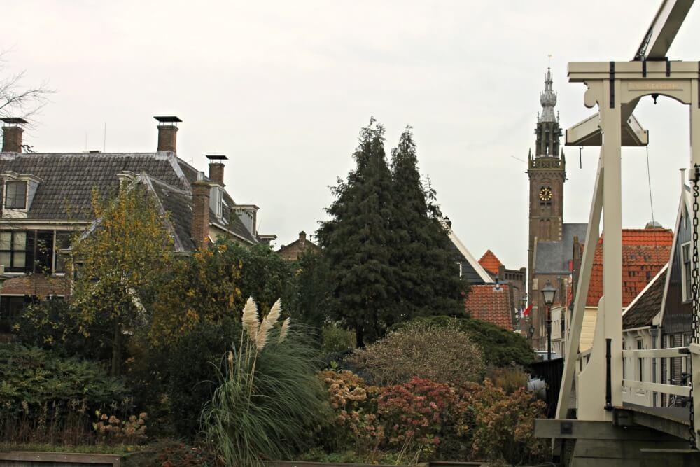 Puente y torre en Edam - Holanda