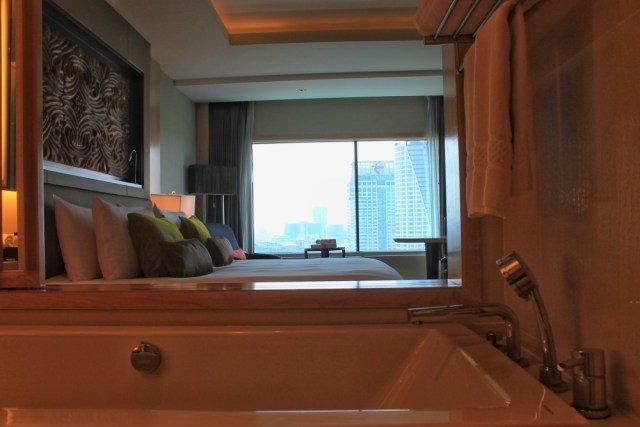 Bañera con vistas en el Amari Watergate
