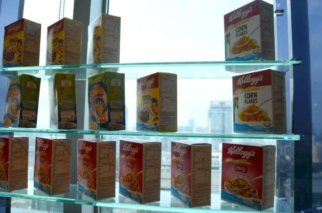 Cajas de cereales entre rascacielos