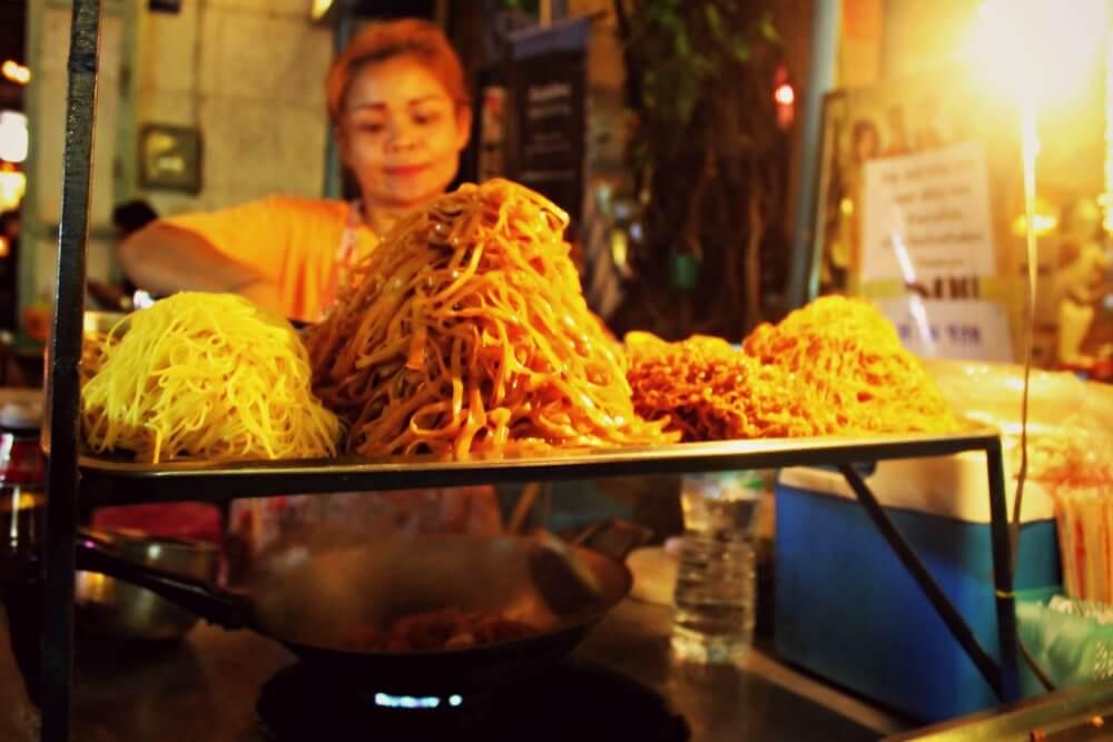 Cocinando Pad Thai en Khao San Road - Boom Pad Thai
