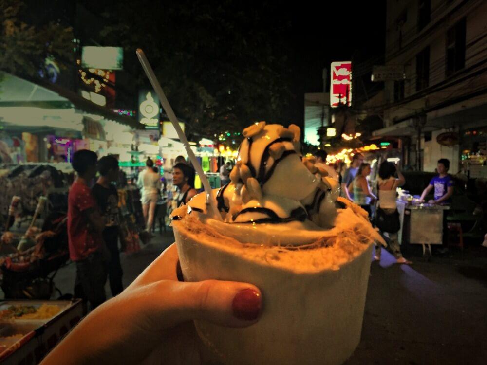 Coco con helado, mi postre favorito en Tailandia