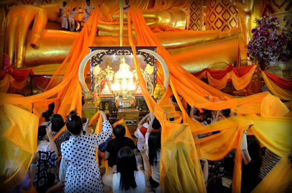Juego de túnicas en el Templo Chino de Ayutthaya