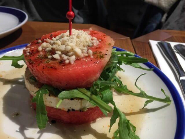 Sandía a la plancha con queso de cabra - Flax Kale - Mejor brunch de Barcelona