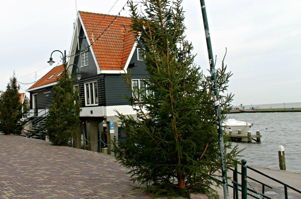 Casita en el puerto de Volendam