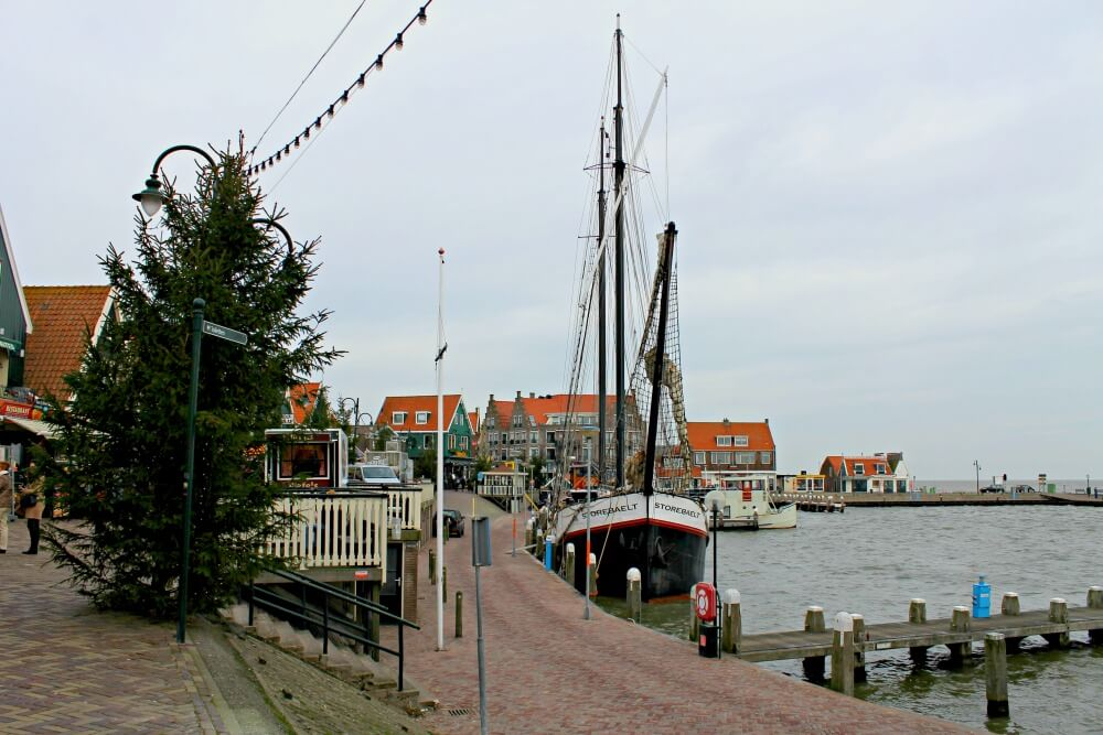 El puerto de Volendam en Holanda
