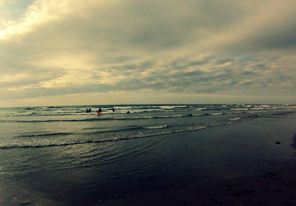 Surfear en la costa vasca