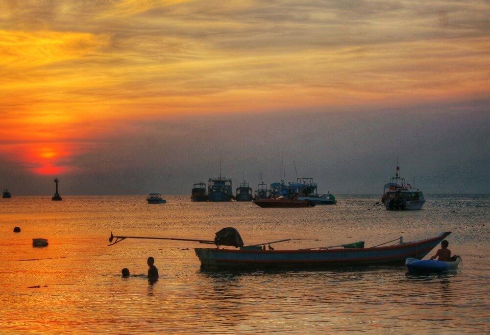 Atardecer en la playa de Koh Tao