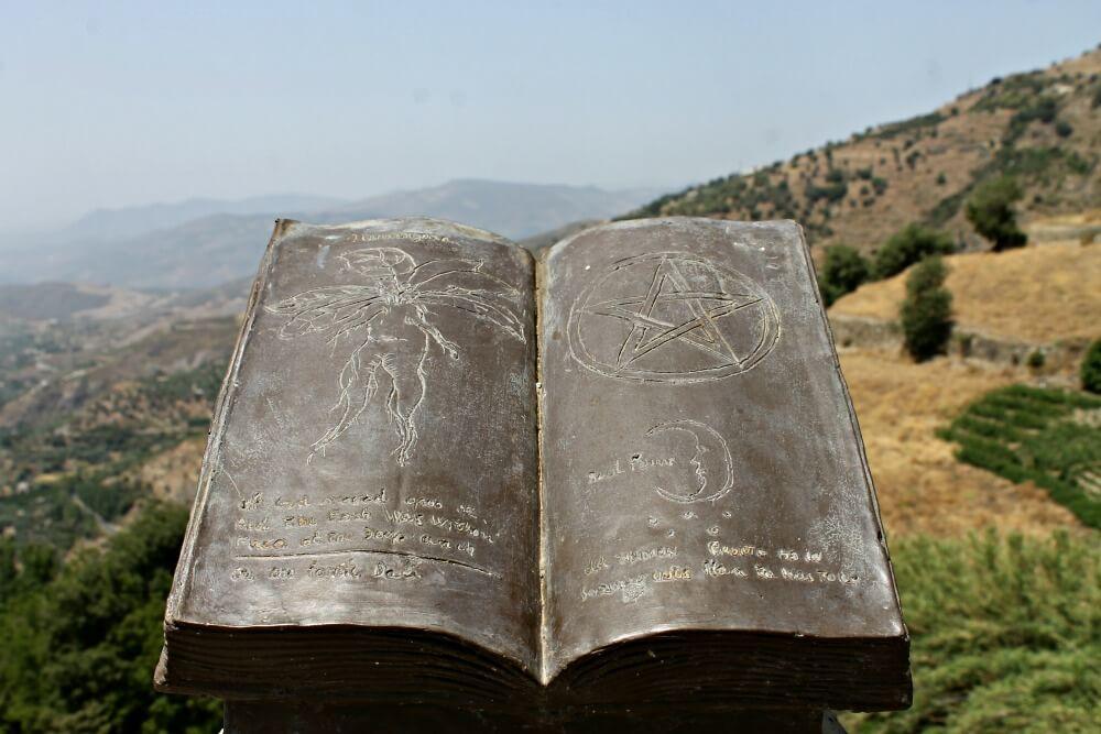 Libro de conjuros cantados a La Alpujarra