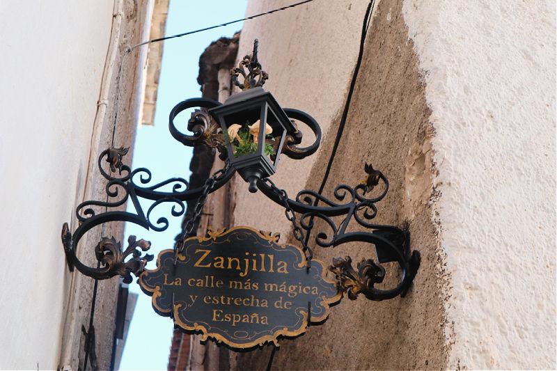 Zanjilla, la calle más mágica y estrecha de España