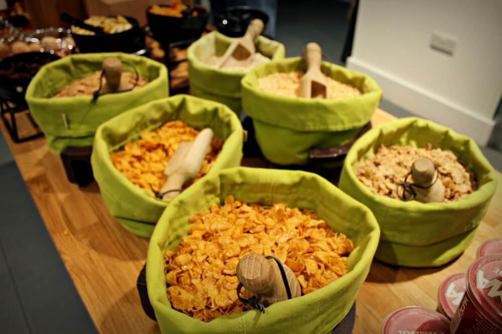 Cereales para el desayuno en el Hotel Ibis George Square de Glasgow