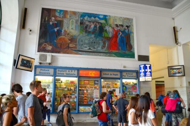 Estación de tren de Pisa llegar a Cinque Terre