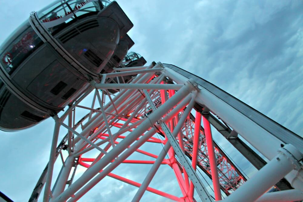 La London Eye en el cielo de Londres
