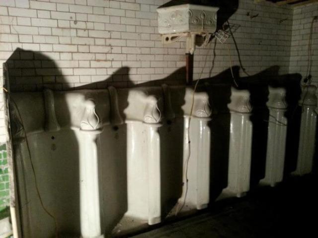 Baños originales en el Facebook de The Attendant
