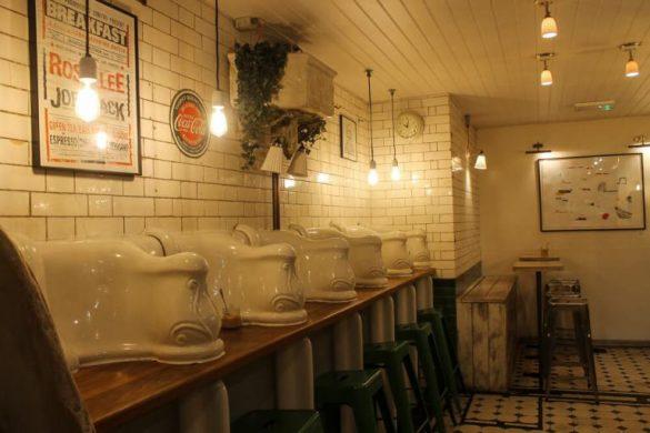 Tomar café en Londres en unos urinarios victorianos