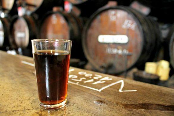 Un vino en La Antigua Casa de Guardia - Málaga con solera