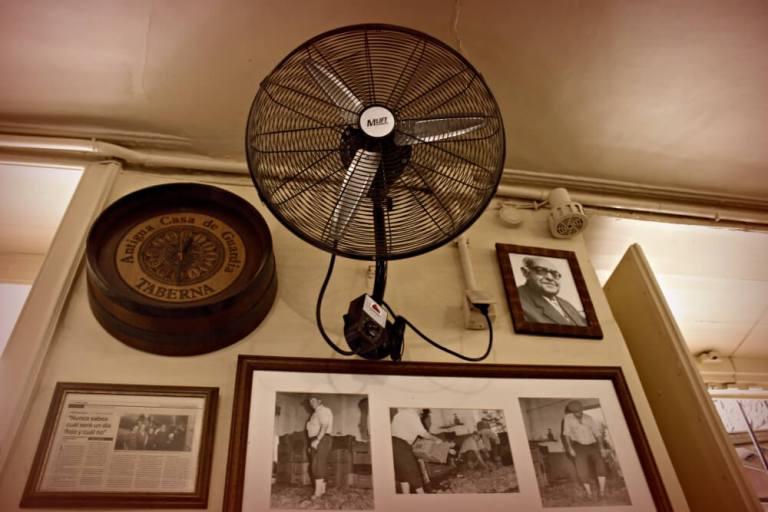 Ventilador y fotos de La Antigua Casa de Guardia