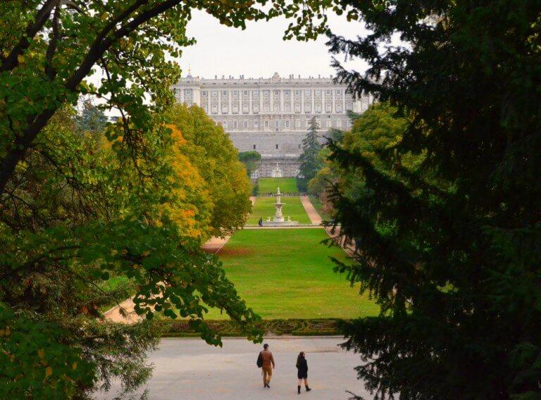 Vistas del Palacio Real desde el Campo del Moro