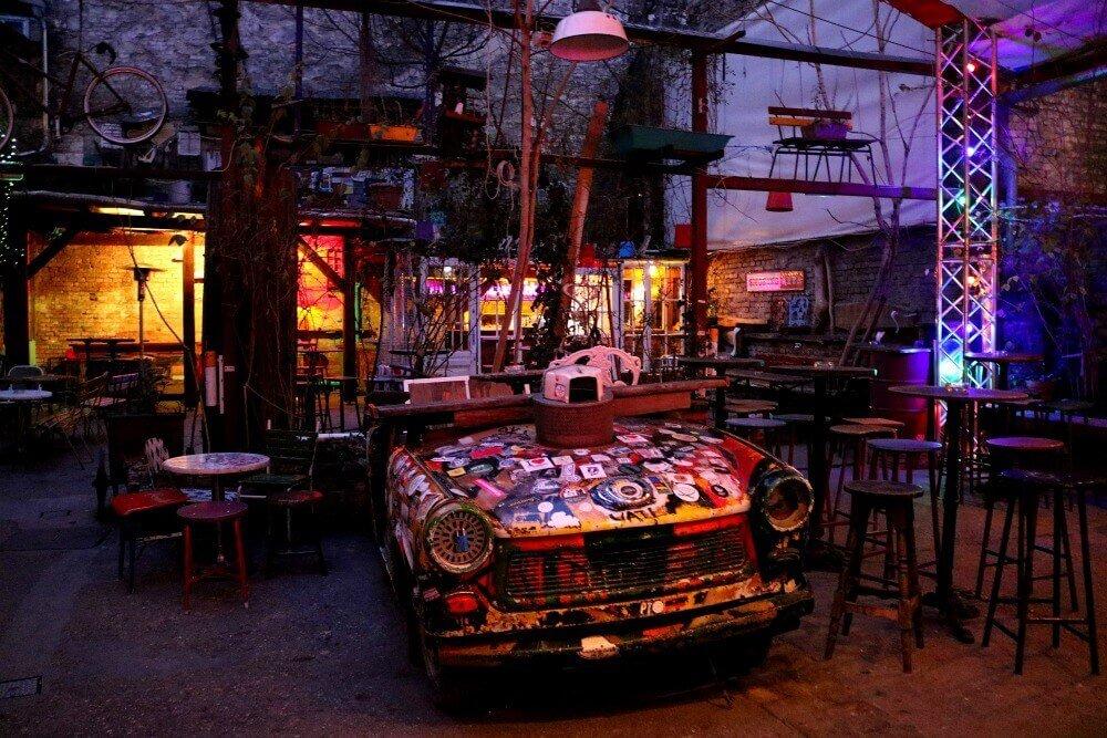 Patio del ruin pub de Budapest Szimple Kert