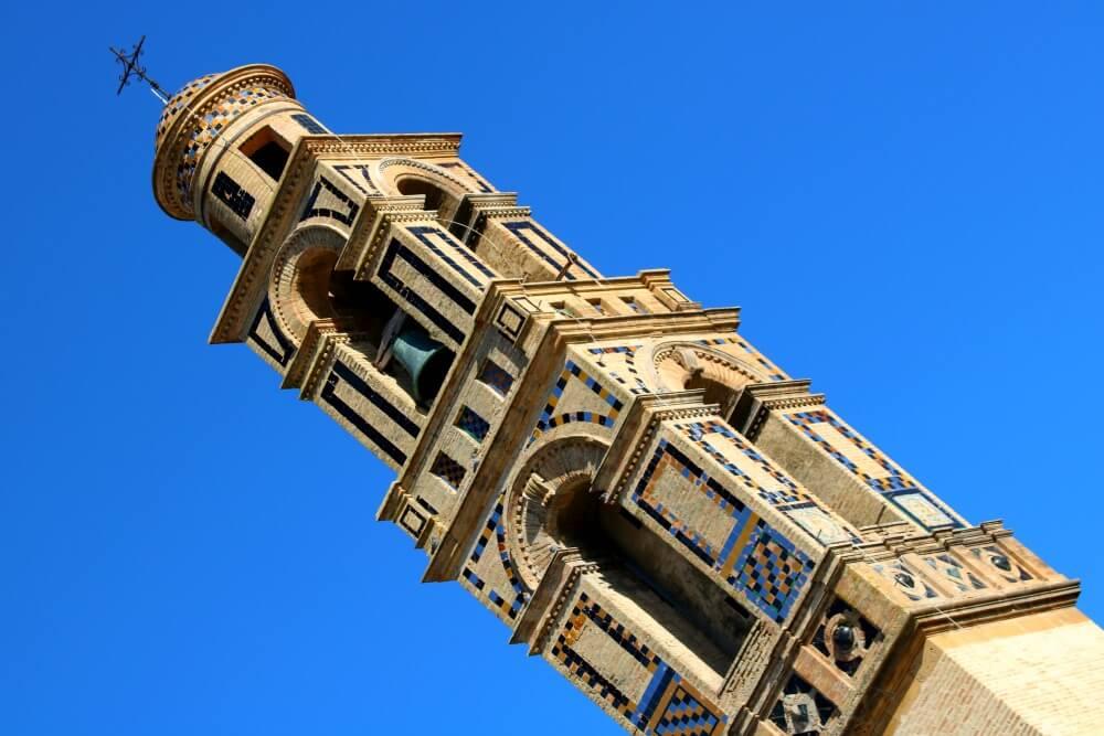 Azulejos en la torre de Santa María de la Mota - Qué ver en Marchena