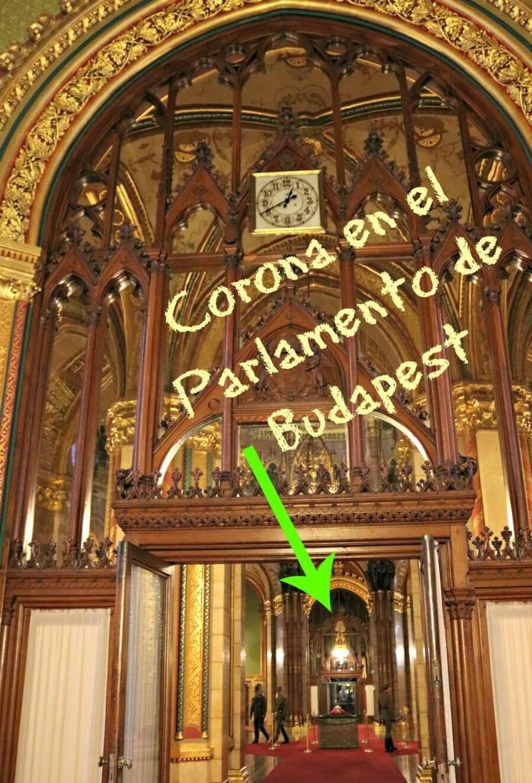 Corona en el Parlamento de Budapest