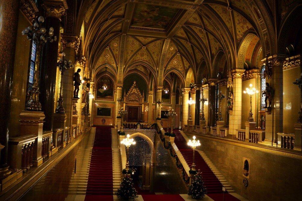 Escaleras del Parlamento de Budapest