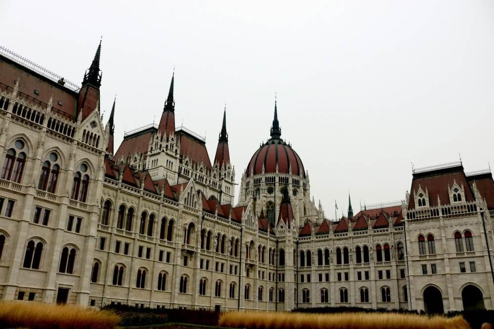 Espalda del Parlamento de Budapest
