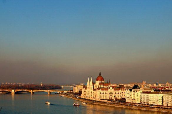 Parlamento de Budapest y Puente de la Isla Margarita
