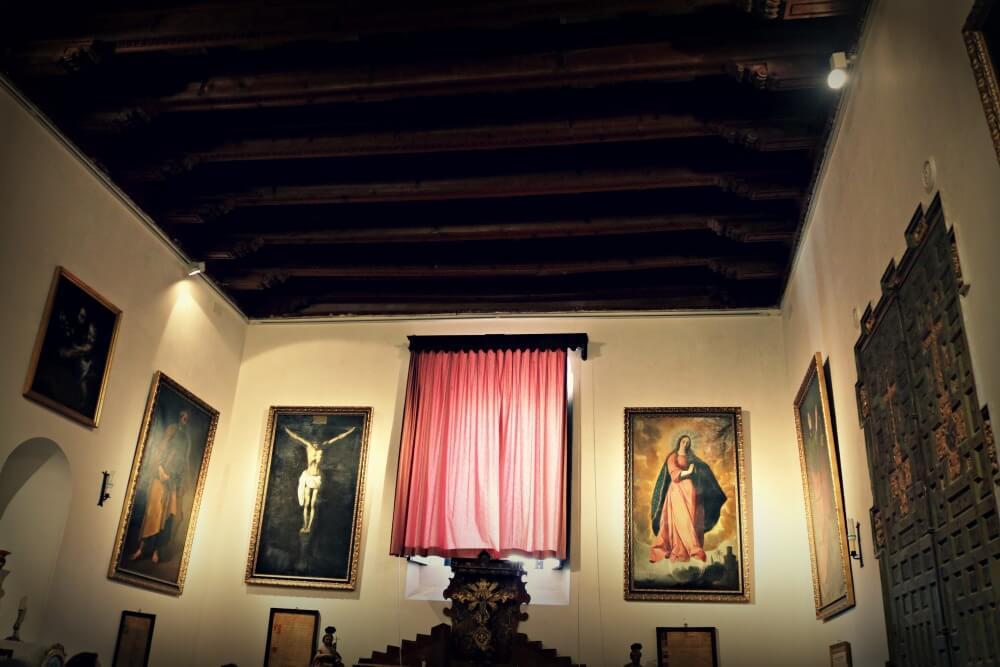 Sala con cuadros de Zurbarán - Qué ver en Marchena
