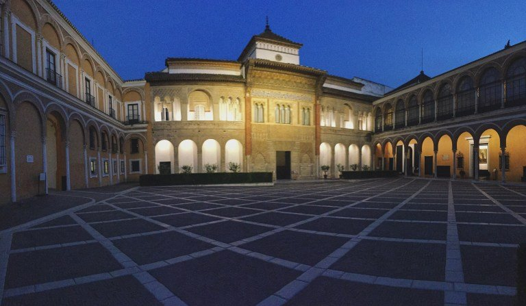 Alcázar de noche en Sevilla
