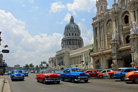 Coches clásicos en Cuba