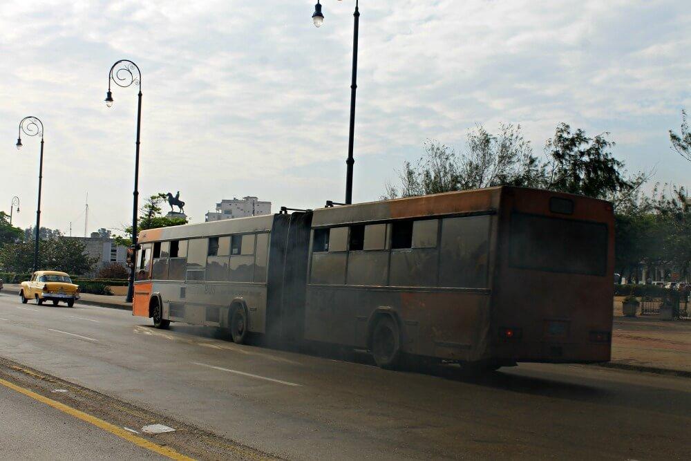 Tranquilos, este no es el Viazul jajaja moverse por Cuba en autobús
