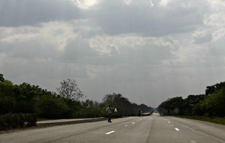 Invasores en las carreteras cubanas