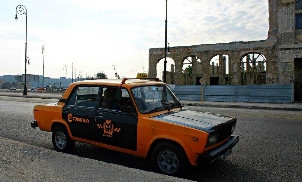 Viajar en taxi o colectivo en Cuba