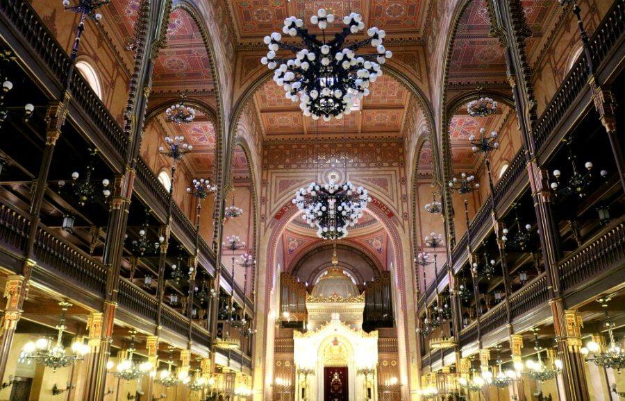 Impresionante interior de Sinagoga de Budapest