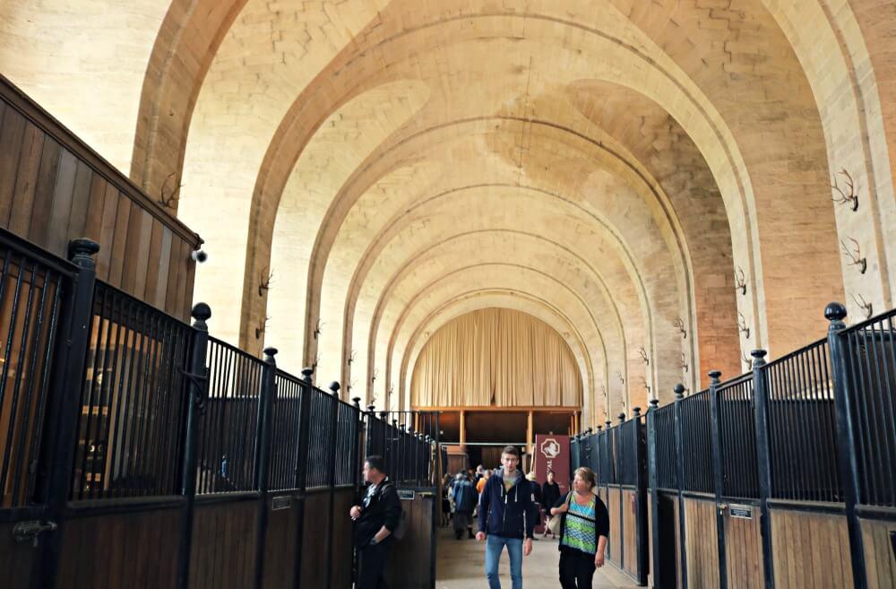 Espectaculares caballerizas del Castillo de Chantilly