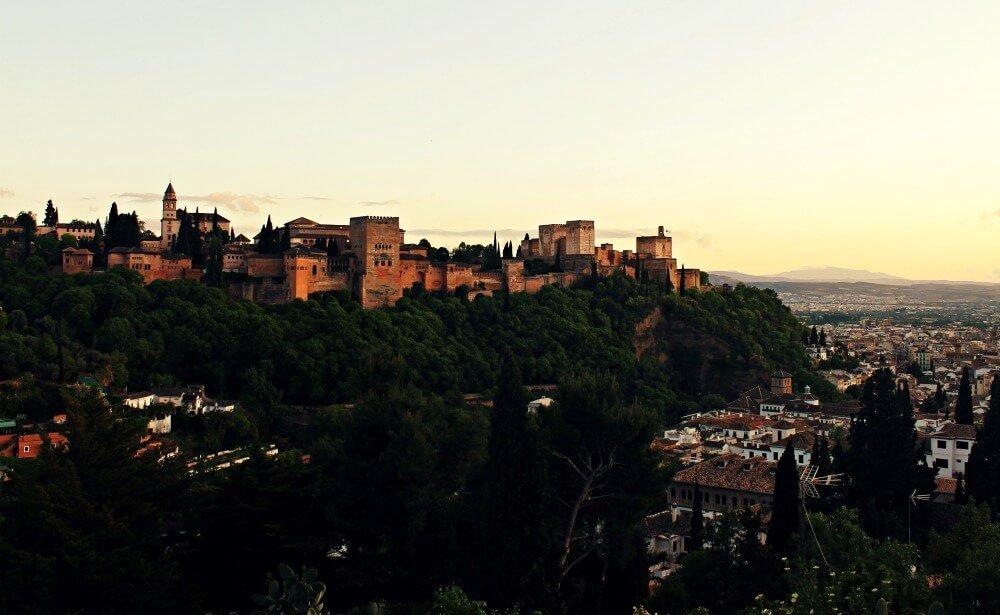 La Alhambra al atardecer granadino