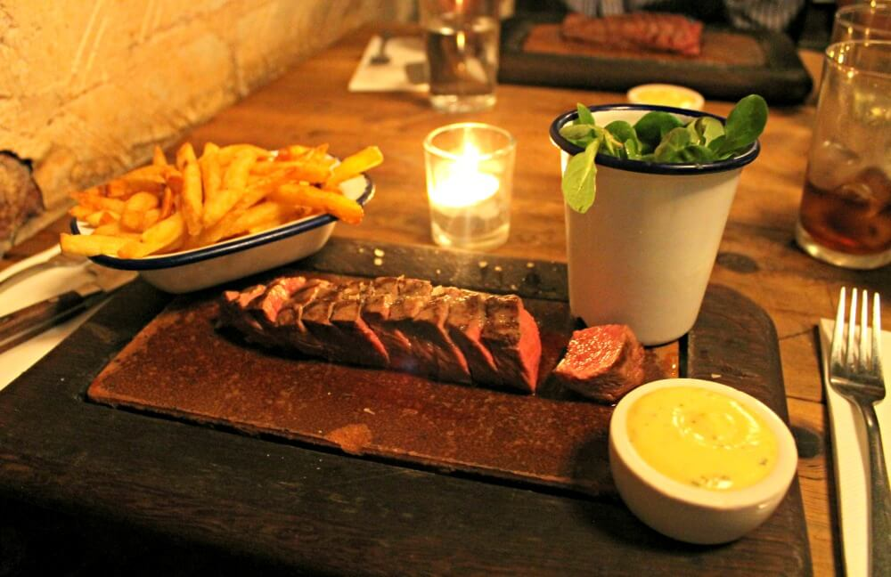 Steak en el restaurante Flat Iron de Londres