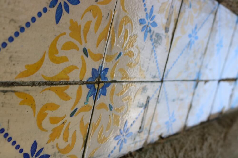 Azulejos en azul y amarillo - Ruta por los azulejos de Oporto
