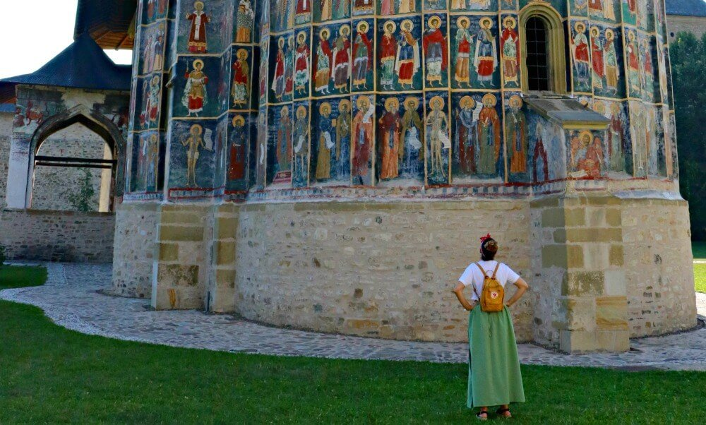 Falda para visitar los monasterios de Bucovina en Rumanía