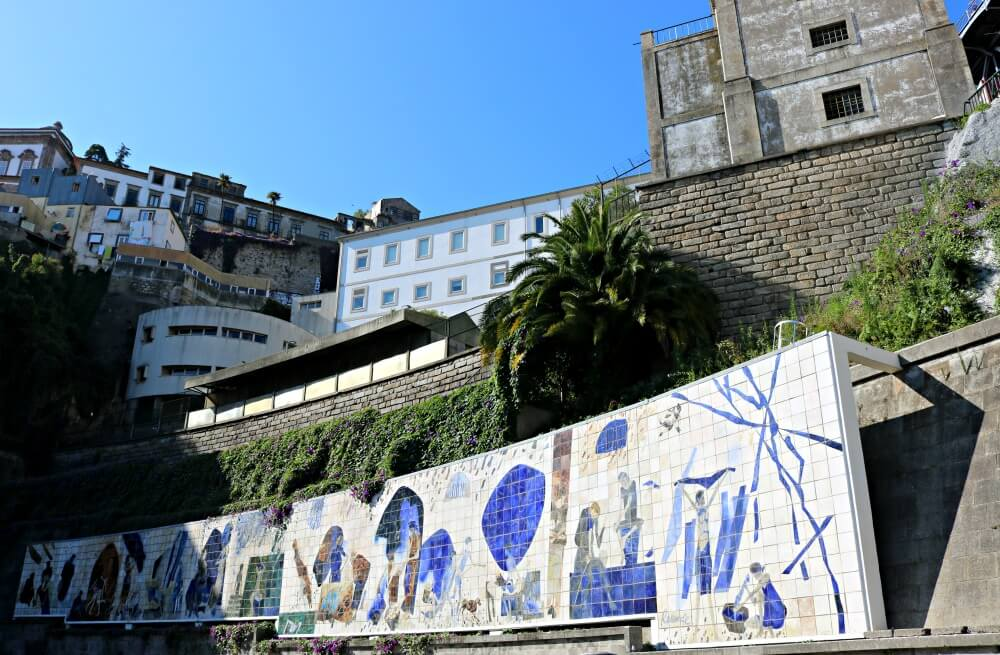 Mural de azulejos de la Ribera - Ruta por los azulejos de Oporto
