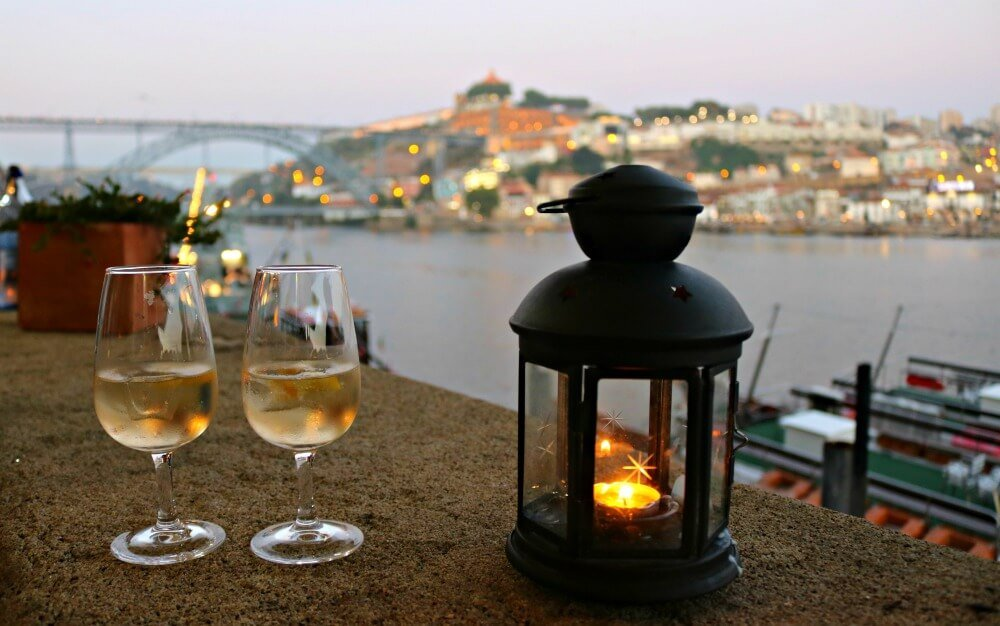 Cena romántica en Oporto con fado en la Ribera