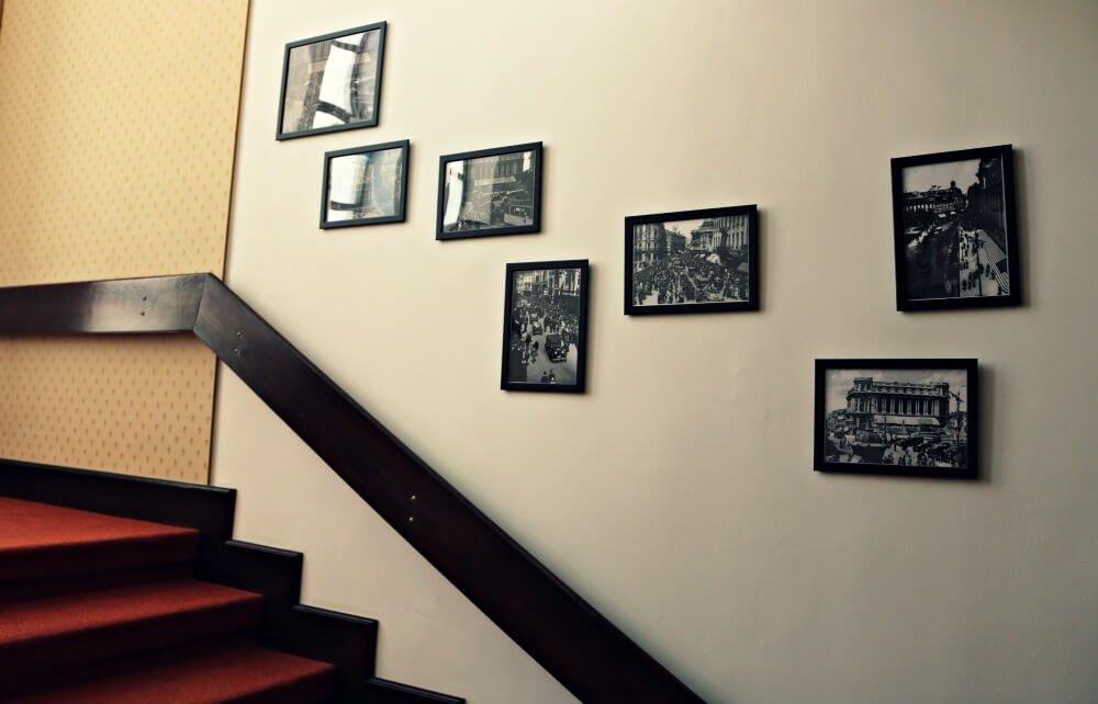 Escaleras de nuestro alojamiento en Rumanía