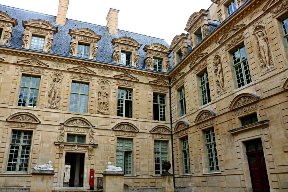 Hotel de Sully en París