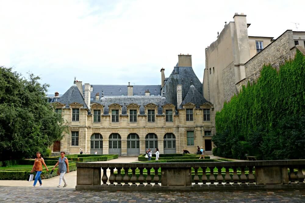 Jardines del Hotel de Sully de Le Marais