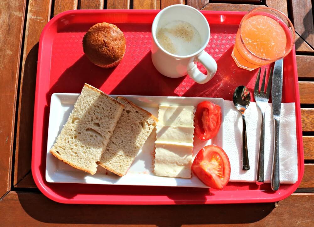 Mi desayuno en el hotel ibis Centru Sibiu