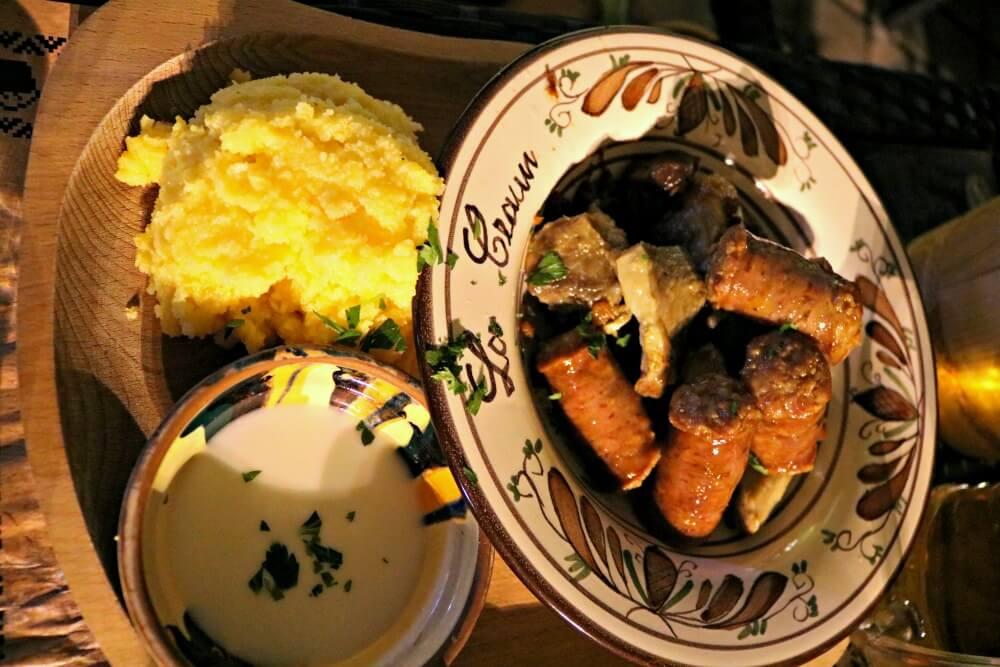 Comer en Brasov - La Ceaun