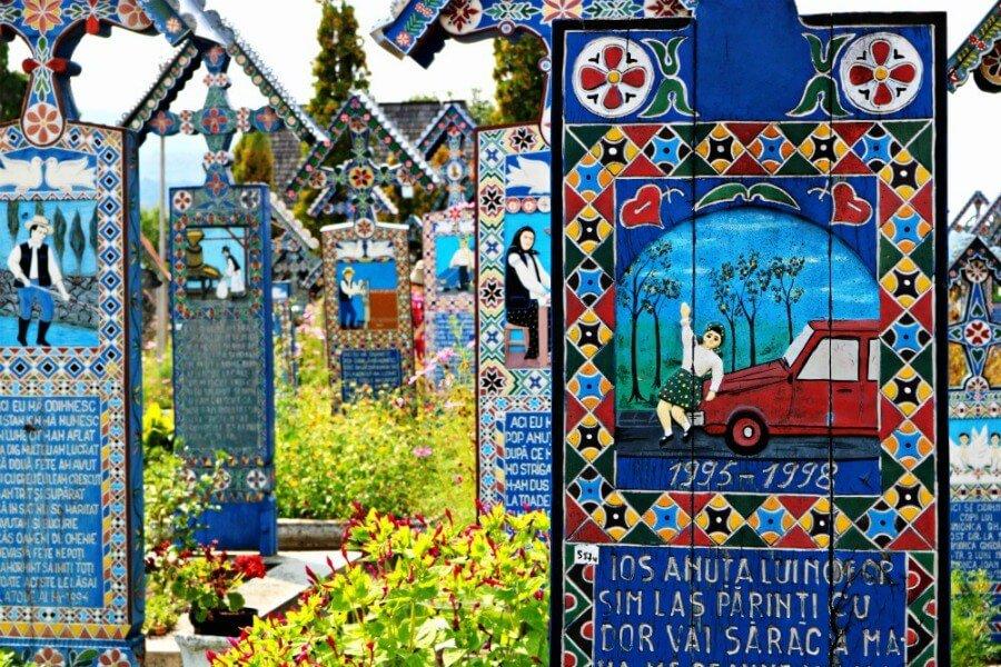 Lápida de niña atropellada en el Cementerio Alegre de Sapanta