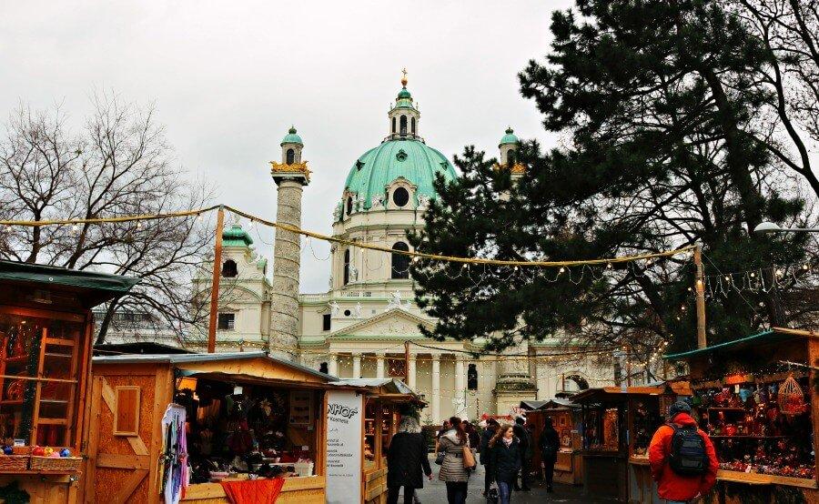 Mercadillo navideño de Karlskirche en Viena - Viajar a Austria